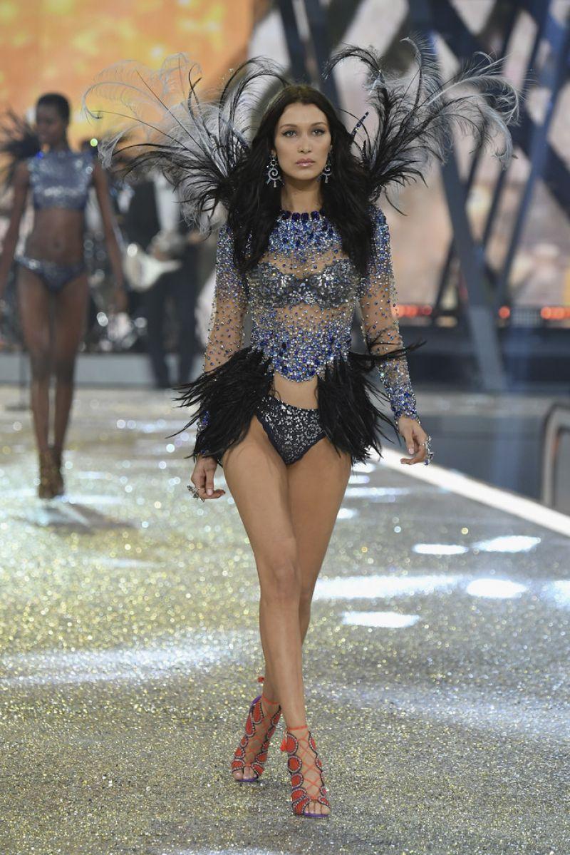 Bella Hadid - Victoria's Secret Fashion Show 2016, à Paris