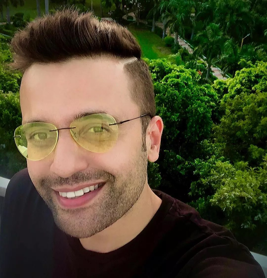 Sandeep Maheshwari selfie pic