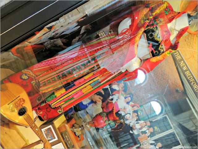 Traje Regional en el Azorean Whaleman Gallery del Museo de las Ballenas de New Bedford