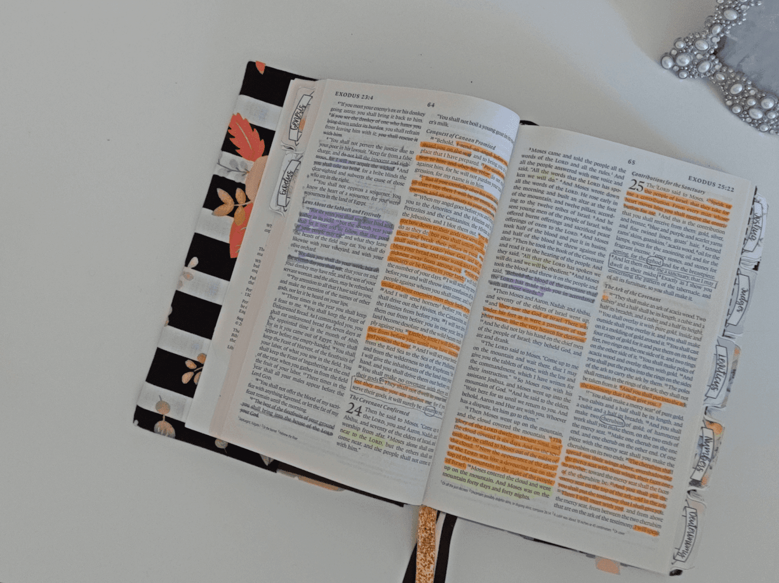 Discover these simple tips on Verse Mapping for beginners. These tips will help you to incorporate verse mapping into your Bible study routine.
