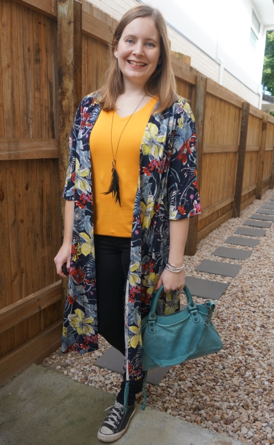 turquoise and mustard yellow tee skinny jeans and floral duster kimono outfit | away from the blue