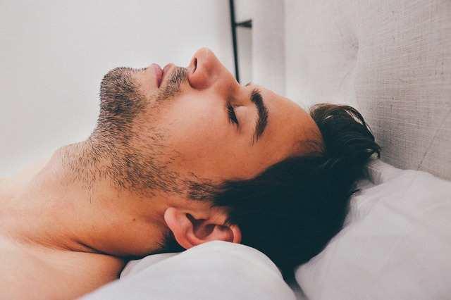 هل النوم ينقص الوزن؟