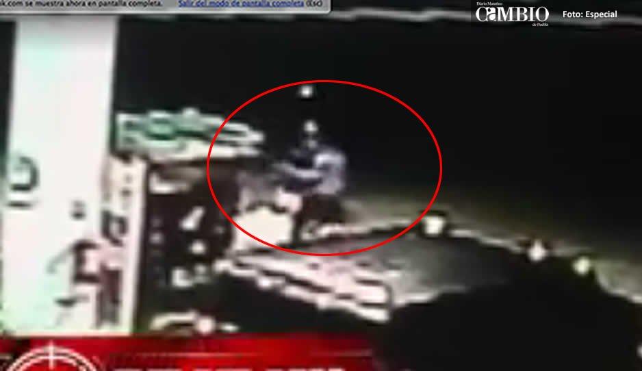VIDEO: Comando propina golpiza a empleados de una gasolinera
