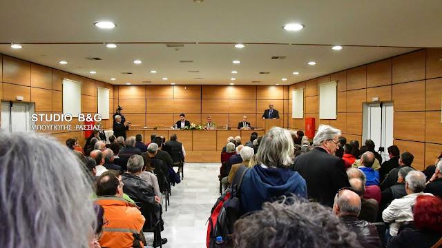Κατάμεστη η αίθουσα του Εργατικού Κέντρου Ναυπλίου για την εκδήλωση για το ασφαλιστικό (βίντεο)