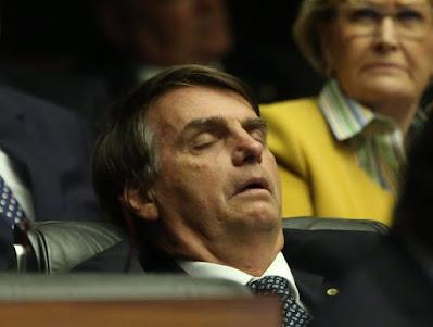 Privilégios absurdos dos políticos brasileiros