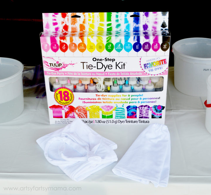 Dolly and Me Tie-Dye Party at artsyfartsymama.com #TieDyeYourSummer