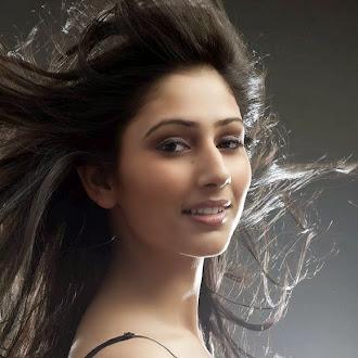 Television (TV) Actress Disha Parmar Childhood Photos