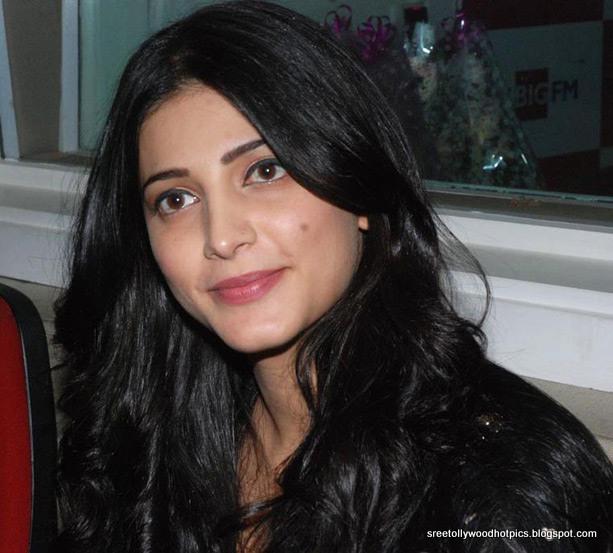 Tollywood Hot Pics: Shruthi Hassan Cute Stills In Black Dress