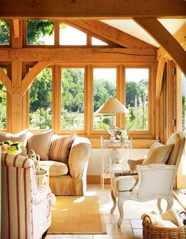 sillon de estilo gustaviano en cabaña de madera chicanddeco