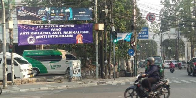 Muncul Spanduk 'ITB BUTUH REKTOR YANG ANTI KHILAFAH' di Bandung