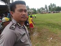 Jaga Suasana Kondusif, Anggota Polsek Salawati Berikan Pengamanan Pertandingan Pembukaan Sepak Bola
