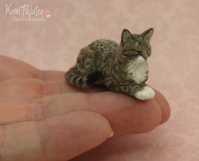 10-Sleeping-Tabby-Cat-Kerri-Pajutee-Miniature-Sculpture-that-look-Real-www-designstack-co