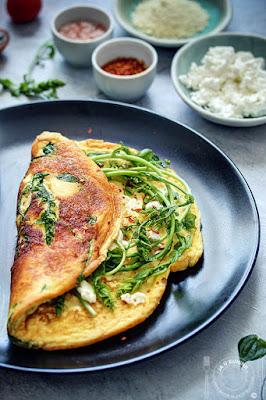 Vazdušast omlet sa samoniklom biljkom bljušt