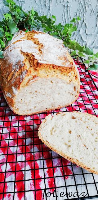 Chleb pszenny z gruszką i płatkami orkiszowymi