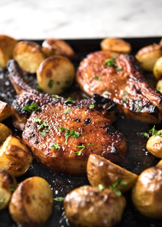 Oven Baked Pork Chops with Potatoes #recipes #dinnerrecipes #dishesrecipes #dinnerdishes #dinnerdishesrecipes #food #foodporn #healthy #yummy #instafood #foodie #delicious #dinner #breakfast #dessert #lunch #vegan #cake #eatclean #homemade #diet #healthyfood #cleaneating #foodstagram