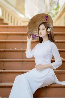 Nữ sinh Đại học Hà Nội khoe vẻ đẹp trong veo cùng nụ cười toả nắng