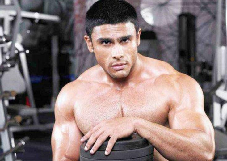 rahul bhatt body