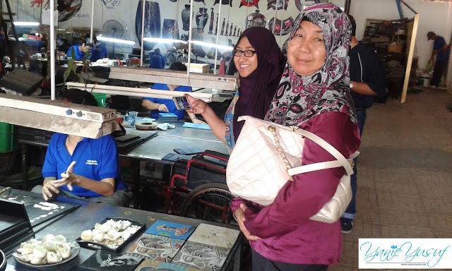 Vietnam , Handicraft factory