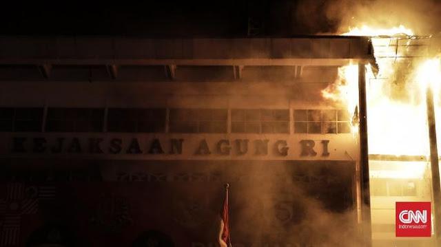 Gedung Kejaksaan Agung Terbakar, Warganet: Skenario Apalagi Ini? Secara Banyak Kasus Warbyasah