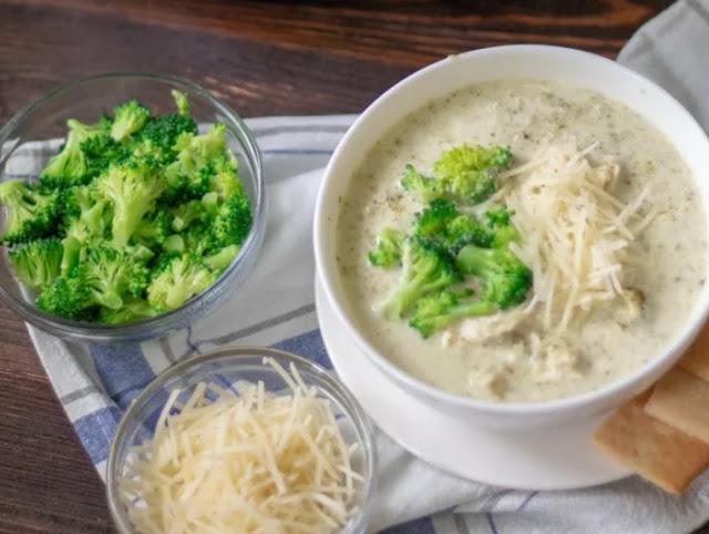Easy Crockpot Broccoli Alfredo Chicken #lowcarb #keto