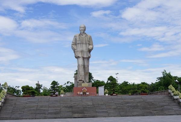 Bức tượng Hồ Chí Minh