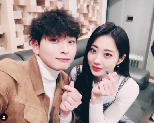 Jinwoon ve Kyungri iki yıldır sevgiliymiş