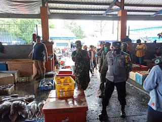 Penegakan Disiplin Prokes, Polres Pelabuhan Makassar berikan Edukasi TPI Paotere