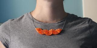 Como hacer un collar de papel con Origami