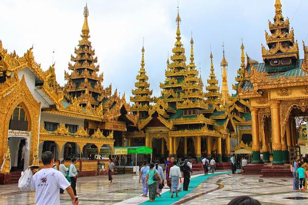 Pasillos y corredores de la Pagoda Shwedagon