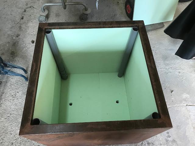 der neue, fertig isolierte Stahl-Kübel für die Washingtonia (c) by Joachim Wenk