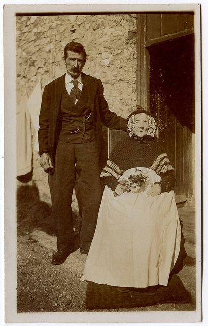 foto kenangan bersama mayat