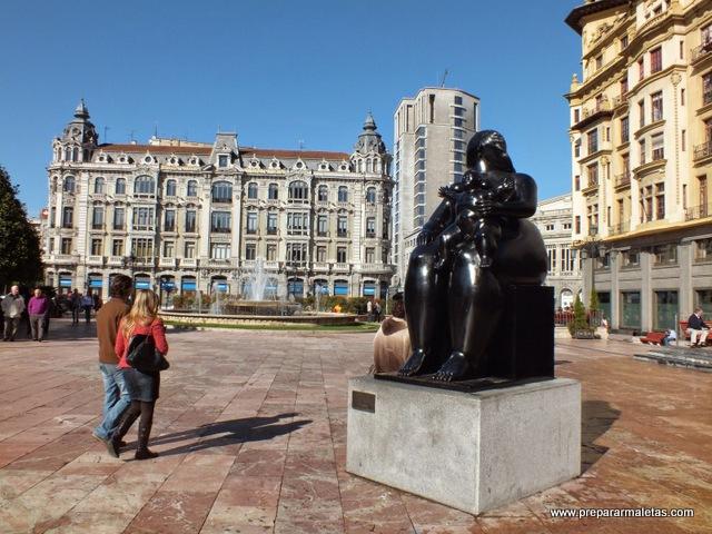 estatuas de bronce negro por Oviedo