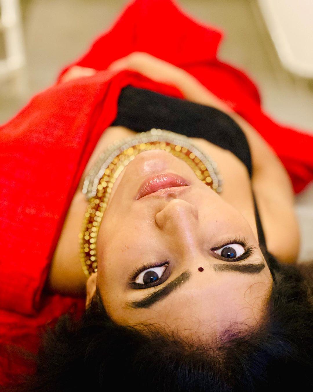 Eesha Rebba looks stunning cute in red saree black choli