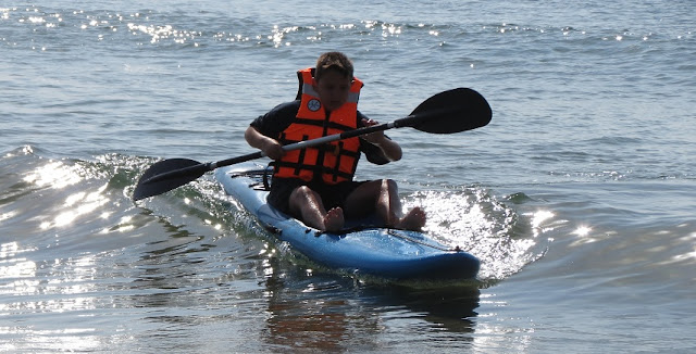 Tiki Junior Kayak surfing