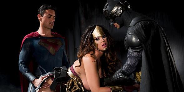 Versão pornô de Batman vs Superman está chamando muito atenção na internet