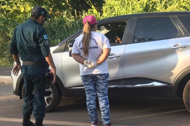 Funcionários da saúde de Pariconha tentam impedir entrada de Moacir Vieira na cidade