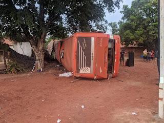Três pessoas morrem após ônibus capotar na BR-316 em Peritoró.