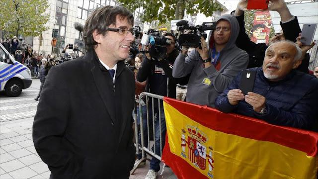 Expresidente catalán no vuelve a España porque puede ser detenido