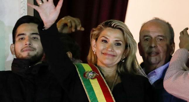 Presidenta Áñez: Estamos atentos para volver a la calle a defender la libertad y la democracia