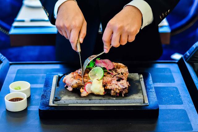 Nếm thịt bò nướng đá tại Steak House - Danang Tower