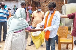 bjp-distribute-relief-jamshedpur
