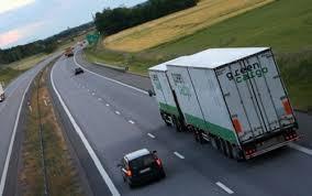 Những điều cần tránh khi lái xe tải: