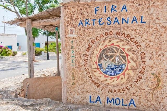 Feira Artesanal de El Pilar de la Mola em Formentera