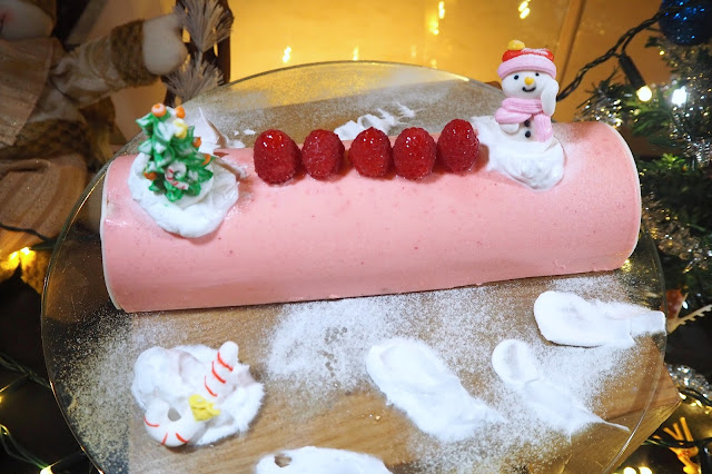 Pink Champagne Lychee With Petit Marshmallow Yule Log Cake Element Restaurant review
