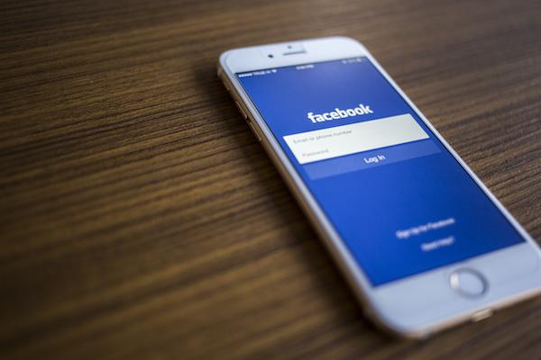 تقرير: هذا ما يتسبب به حذف تطبيق فيسبوك من الآيفون !