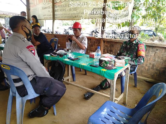 Melaksanakan Komsos Bersama Babinkamtibmas Dan Masyarakat Dilakukan Personel Jajaran Kodim 0208/Asahan