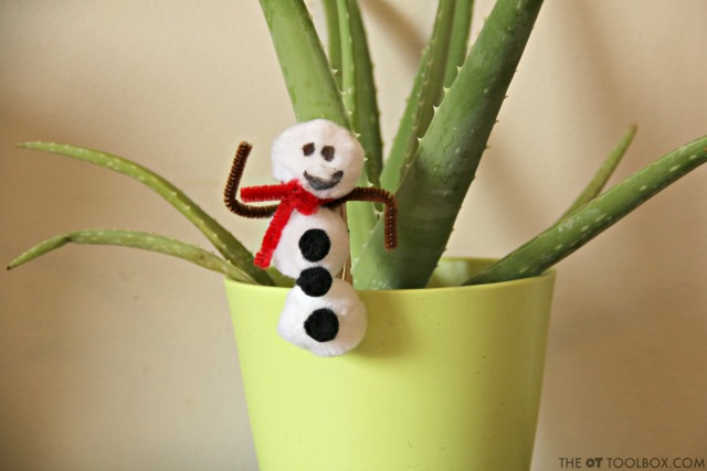 This snowman craft for kids is so cute and helps kids with fine motor skills too!