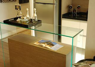 foto de aparador de vidro colagem uv