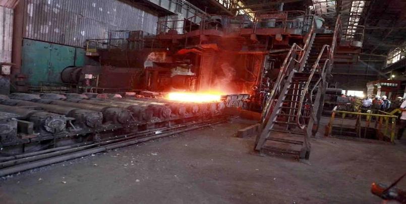 #الحجار #سيدار #عنابة #الحديد اللفائف الحديدية.رئيسة مجلس الإدارة بالمركب جميلة لبيوض.مركب سيدار / تصدير شحنة بـ 15 ألف طن من اللفائف الحديدية نحو إيطاليا.سيدار الحجار بعنابة