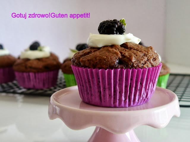 Muffinki czekoladowo-orzechowe z jeżynami-najlepsze - Czytaj więcej »
